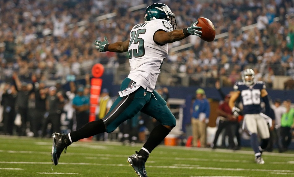USA Today Images — Eagles running back LeSean McCoy celebrates a touchdown