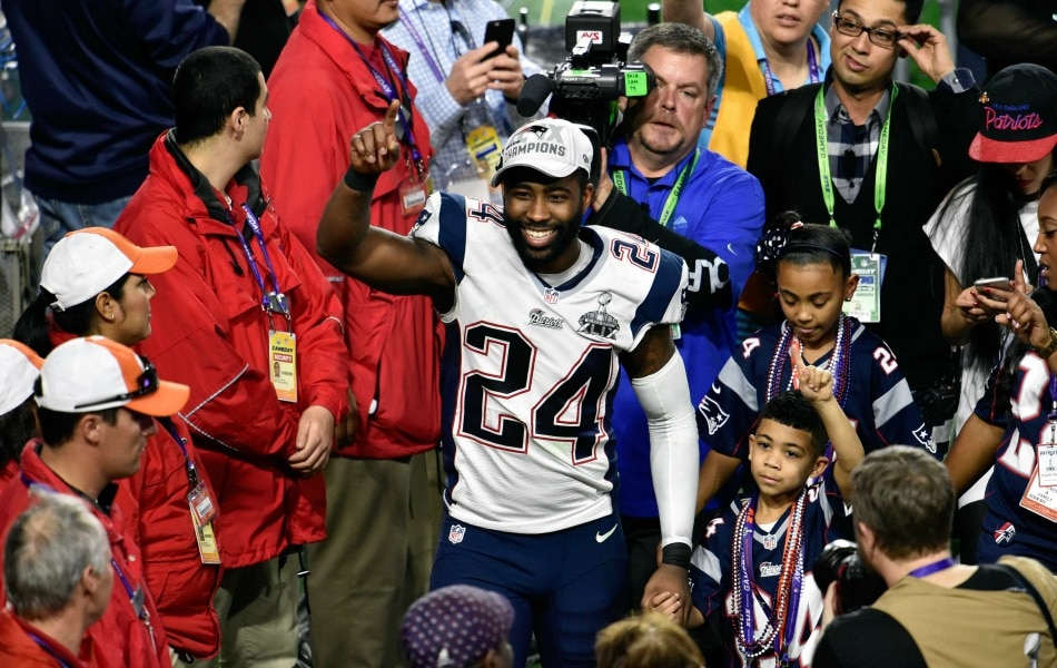 USA Today Images — Current Jets cornerback Darrelle Revis with the Patriots in 2014