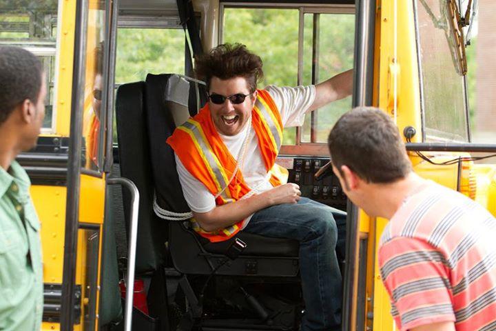 Abuser dans le bus - 1 1