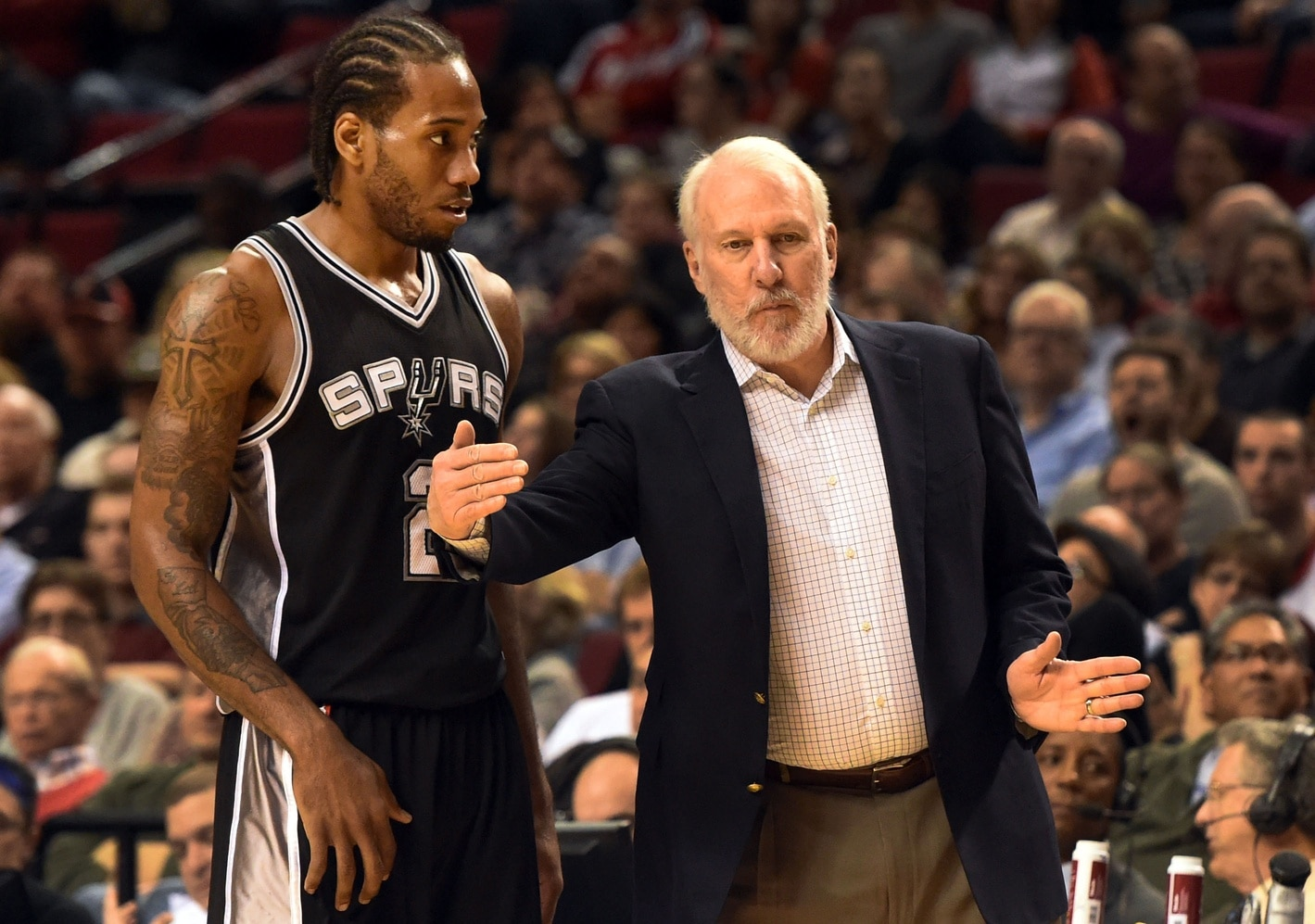 Gregg Popovich talks to Kawhi Leonard