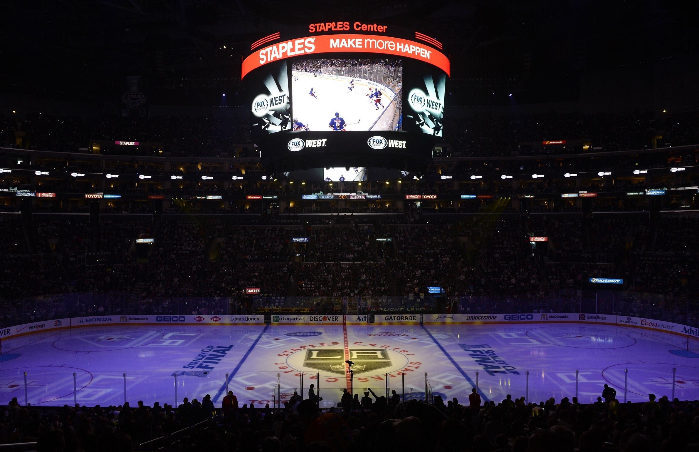 Watch La Kings Host Dream Wedding On Center Ice At