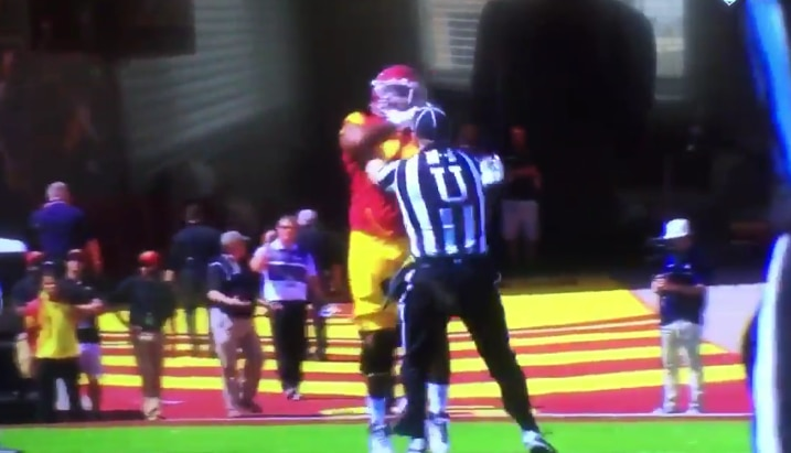 USC Lineman Chuma Edoga Ejected for Making Contact with Official