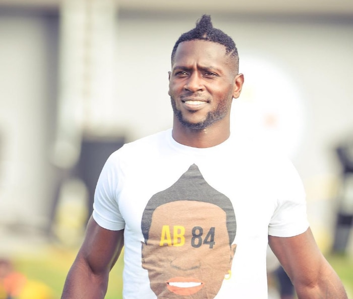 brand new 441e6 b0870 Antonio Brown toots his own horn in awesome custom T-shirt