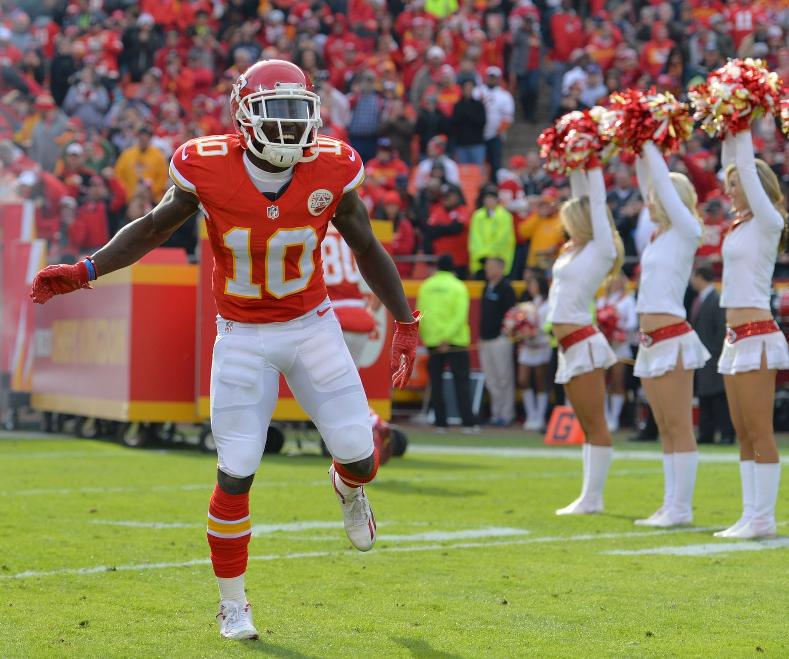 WATCH Tyreek Hill scores on electric 95 yard punt return
