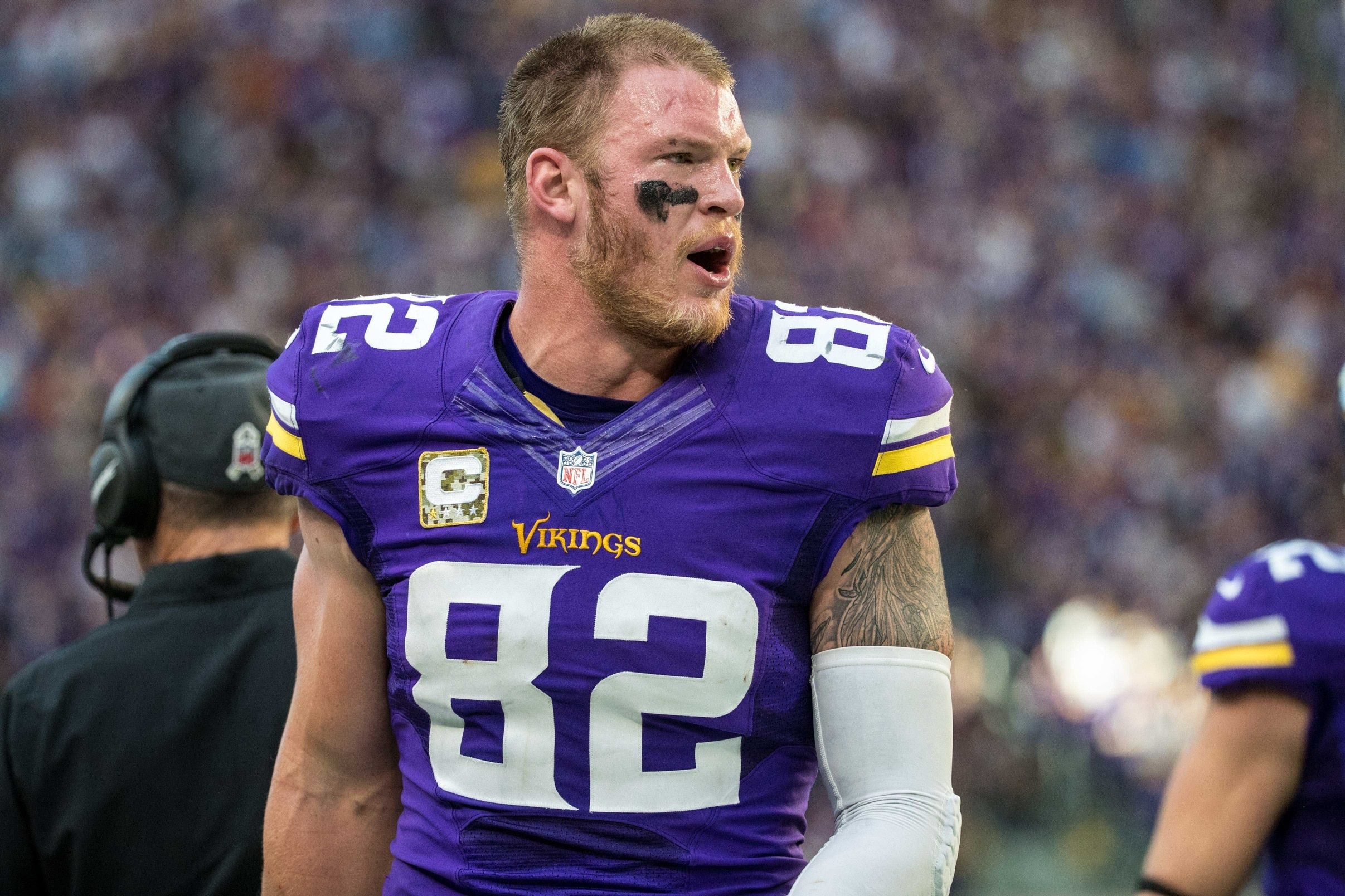 Watch Kyle Rudolph Pulls Off Spectacular One Handed