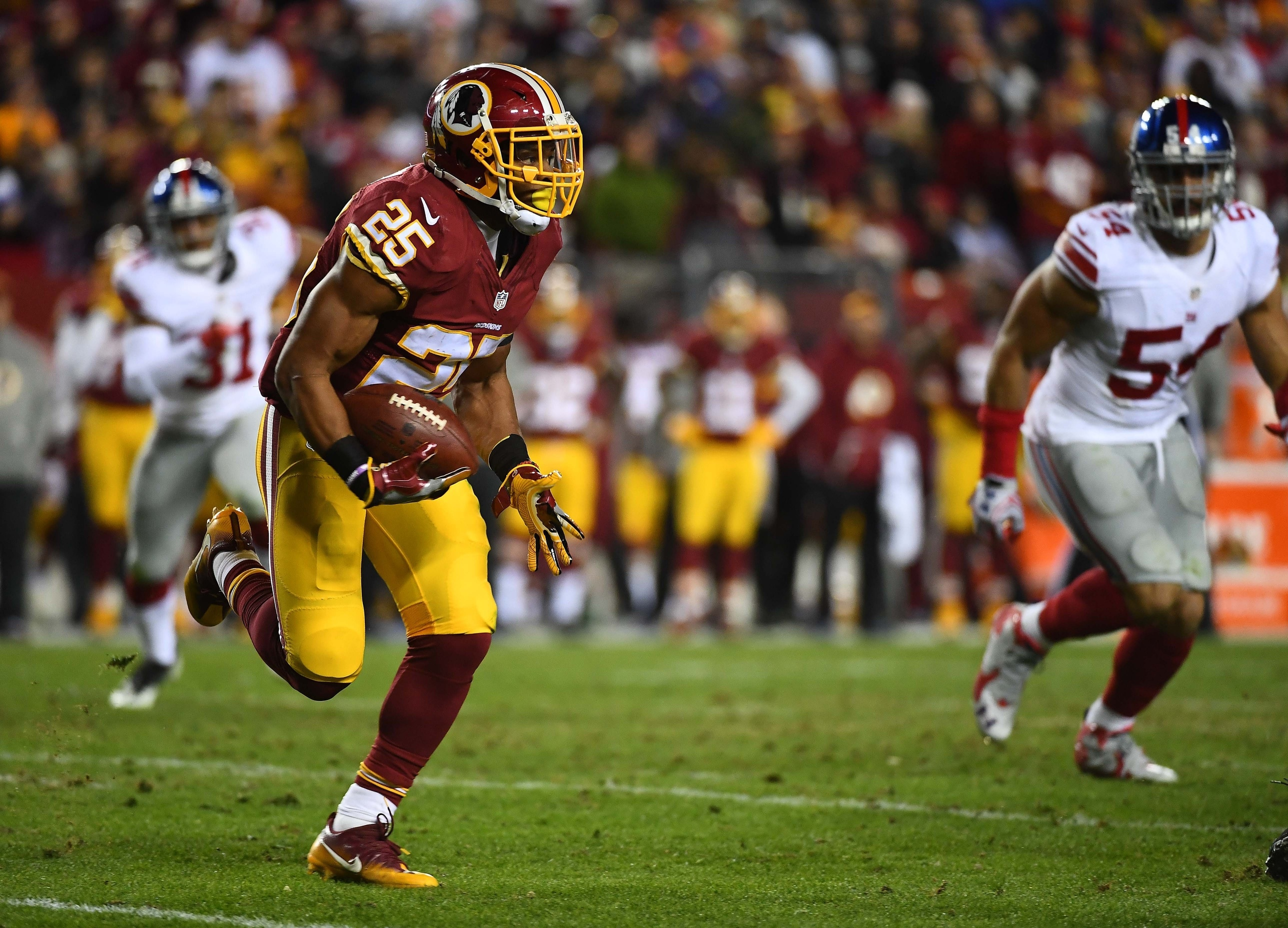 Jan 1, 2017; Landover, MD, USA; Washington Redskins running back Chris Thompson (25) rushes the ball against the New York Giants during the second half at FedEx Field. Mandatory Credit: Brad Mills-USA TODAY Sports