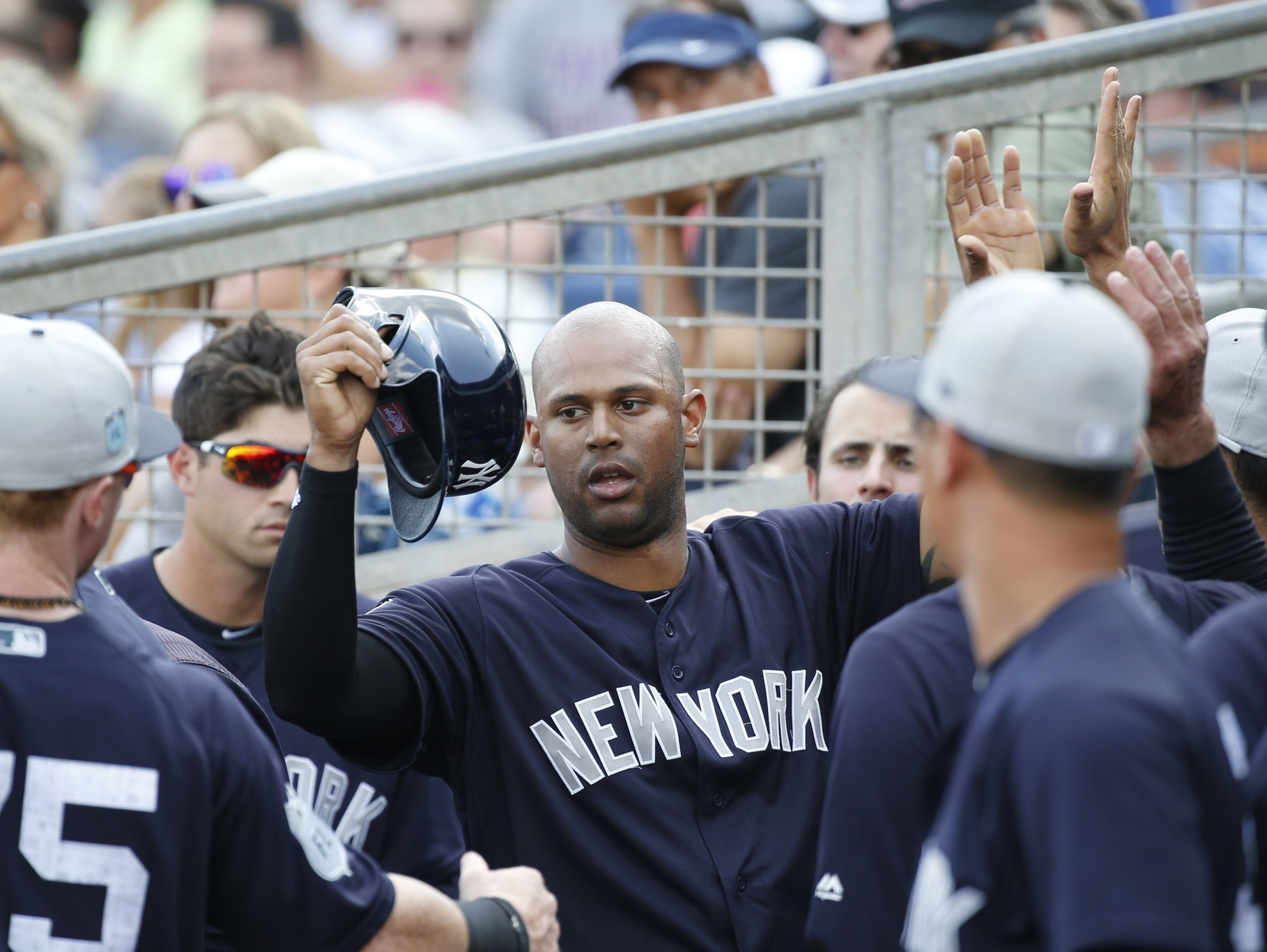 Yankees right fielder Aaron Hicks is congratulated in the dugout