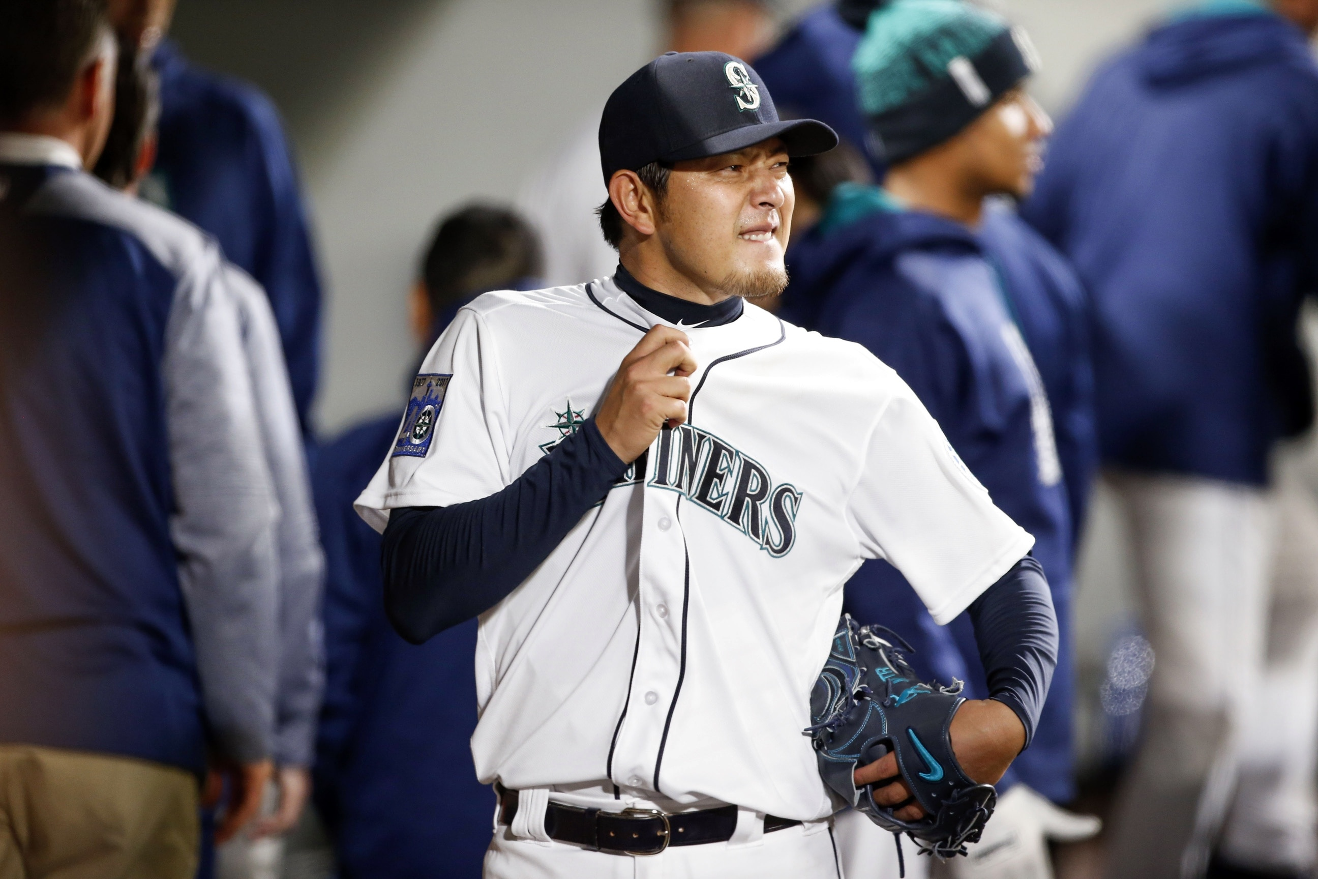 Hisashi Iwakuma will be out 4-6 weeks with a shoulder injury