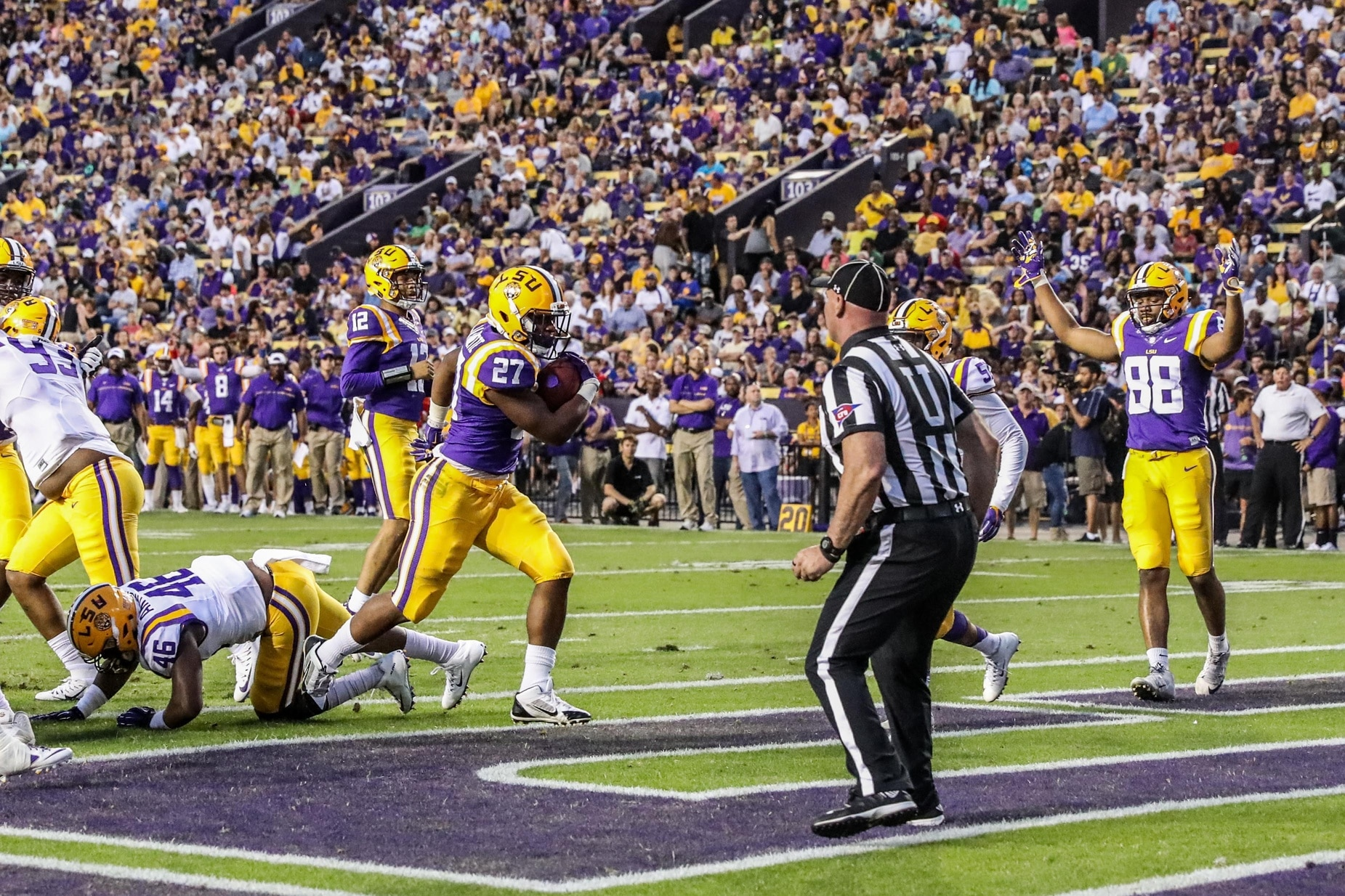 LSU running back Lanard Fournette reportedly arrested using a fake ID to gamble.