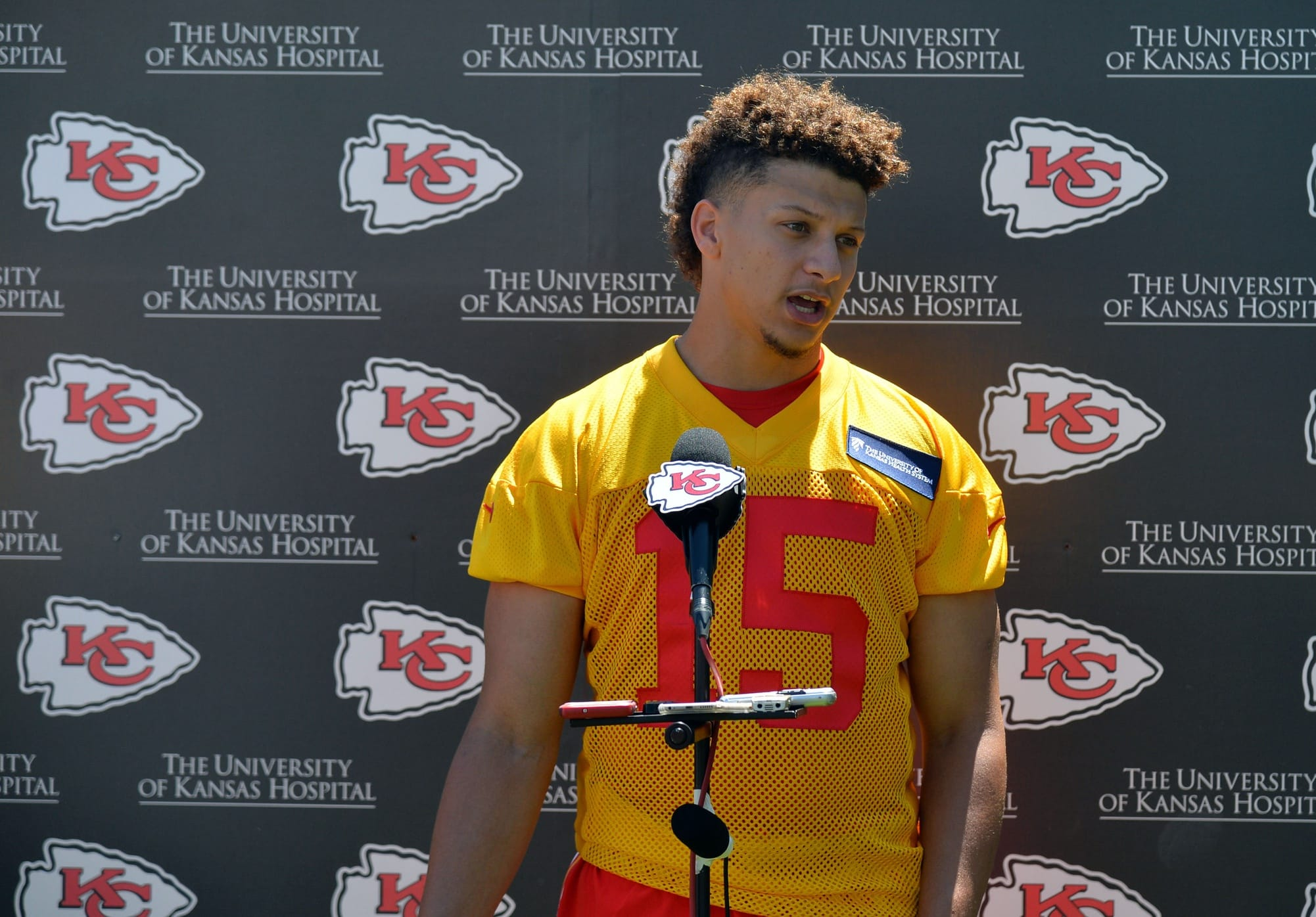 Report: Everyone in Chiefs organization is happy with Pat ...