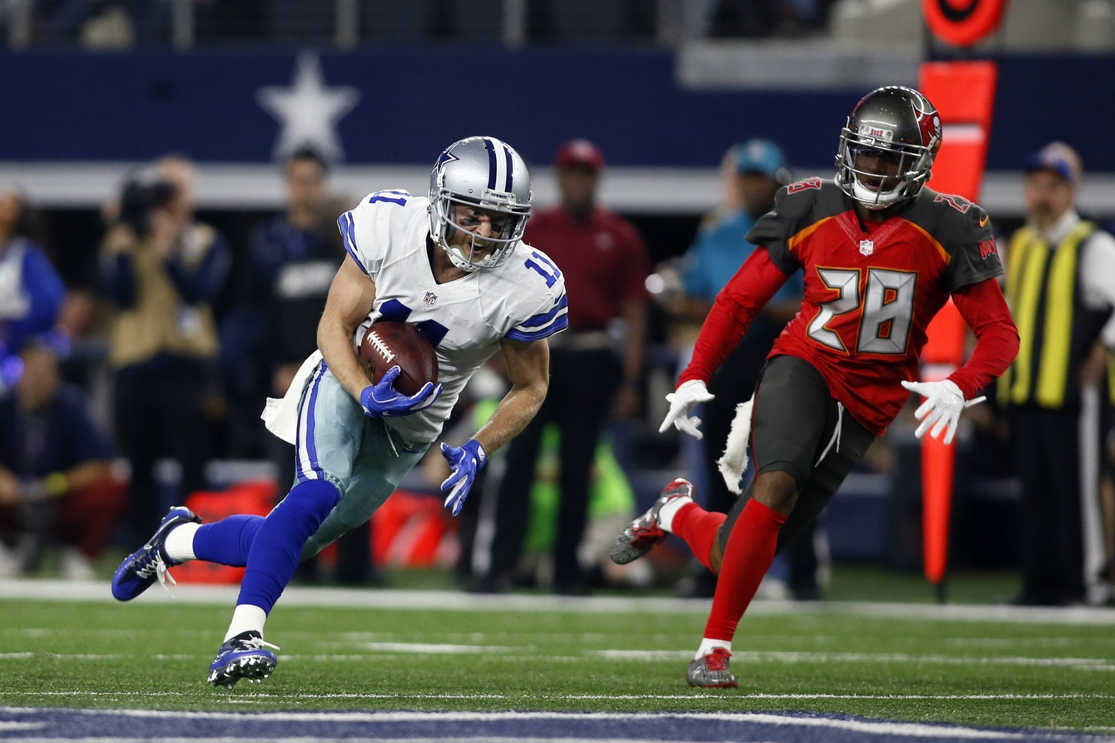 Buccaneers cornerback Vernon Hargreaves chases down Cole Beasley of the Dallas Cowboys