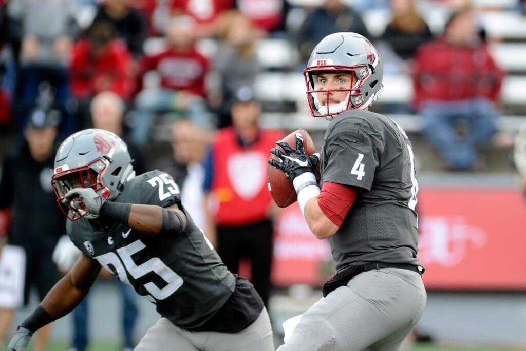 Washington State Cougars quarterback Luke Falk