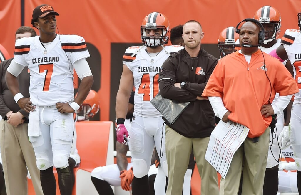 DeShone KIzer stares at Browns head coach Hue Jackson in NFL Week 7