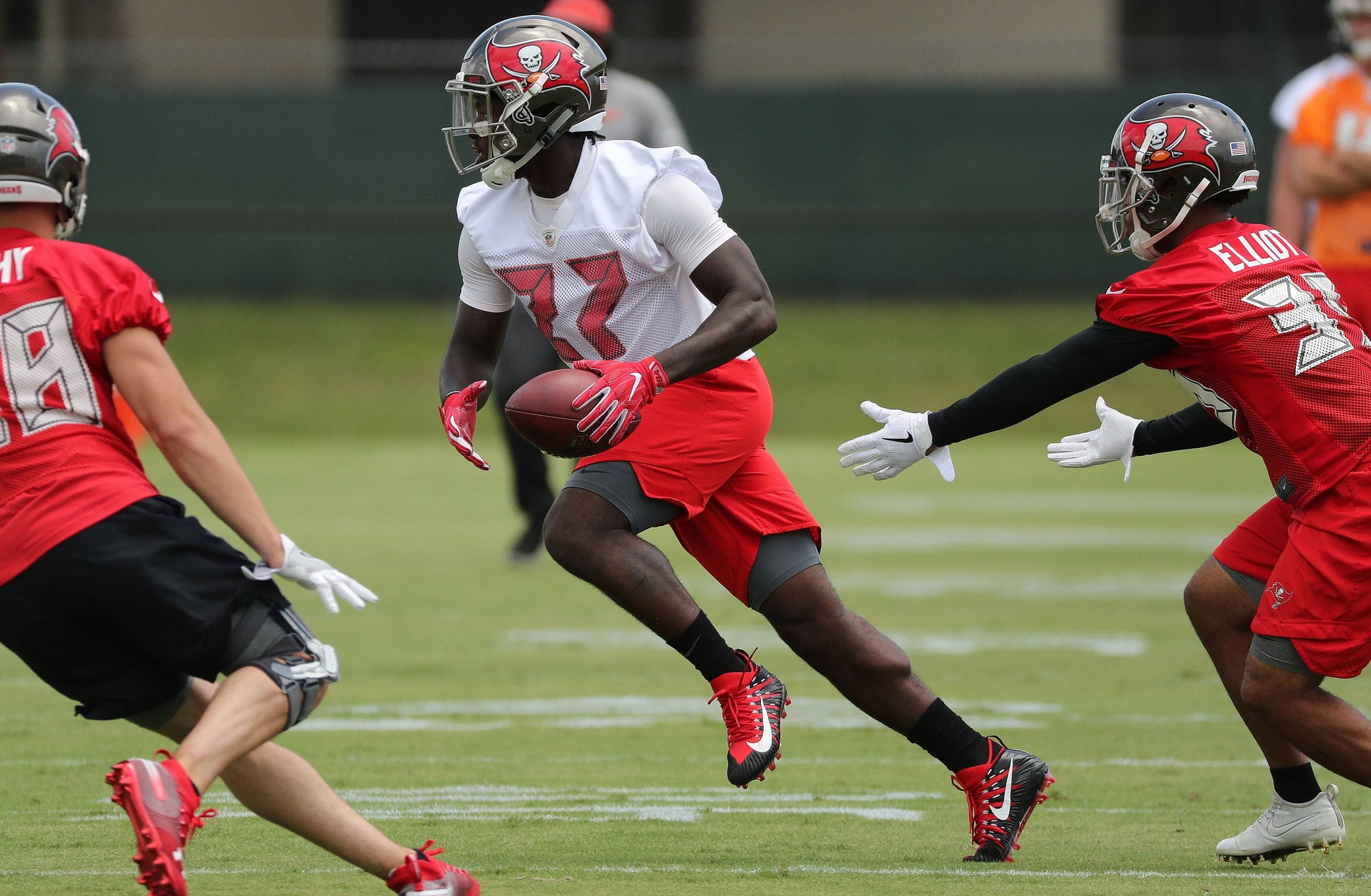 Bucs Rb Coach Doesn T Mince Words Discussing Ronald Jones Shortcomings Sportsnaut