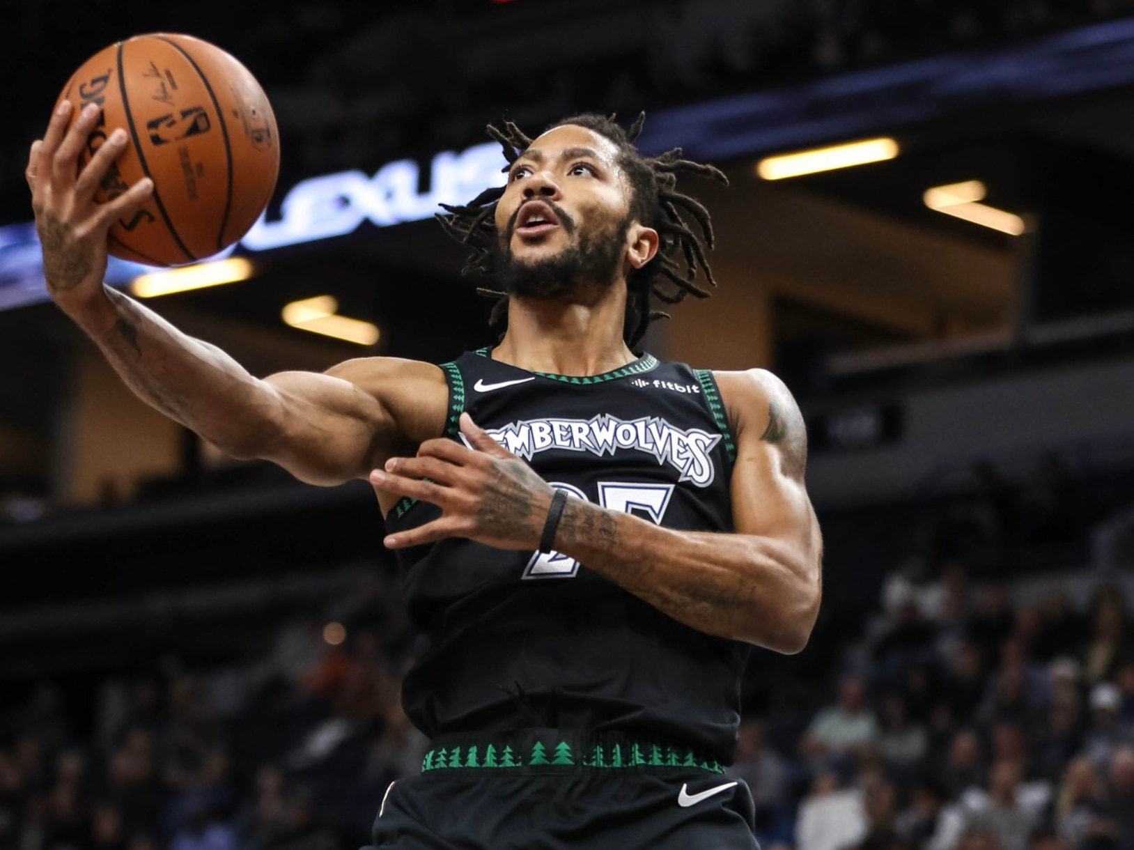 484559d0cd3 Basketball world goes crazy as Derrick Rose drops 50 points