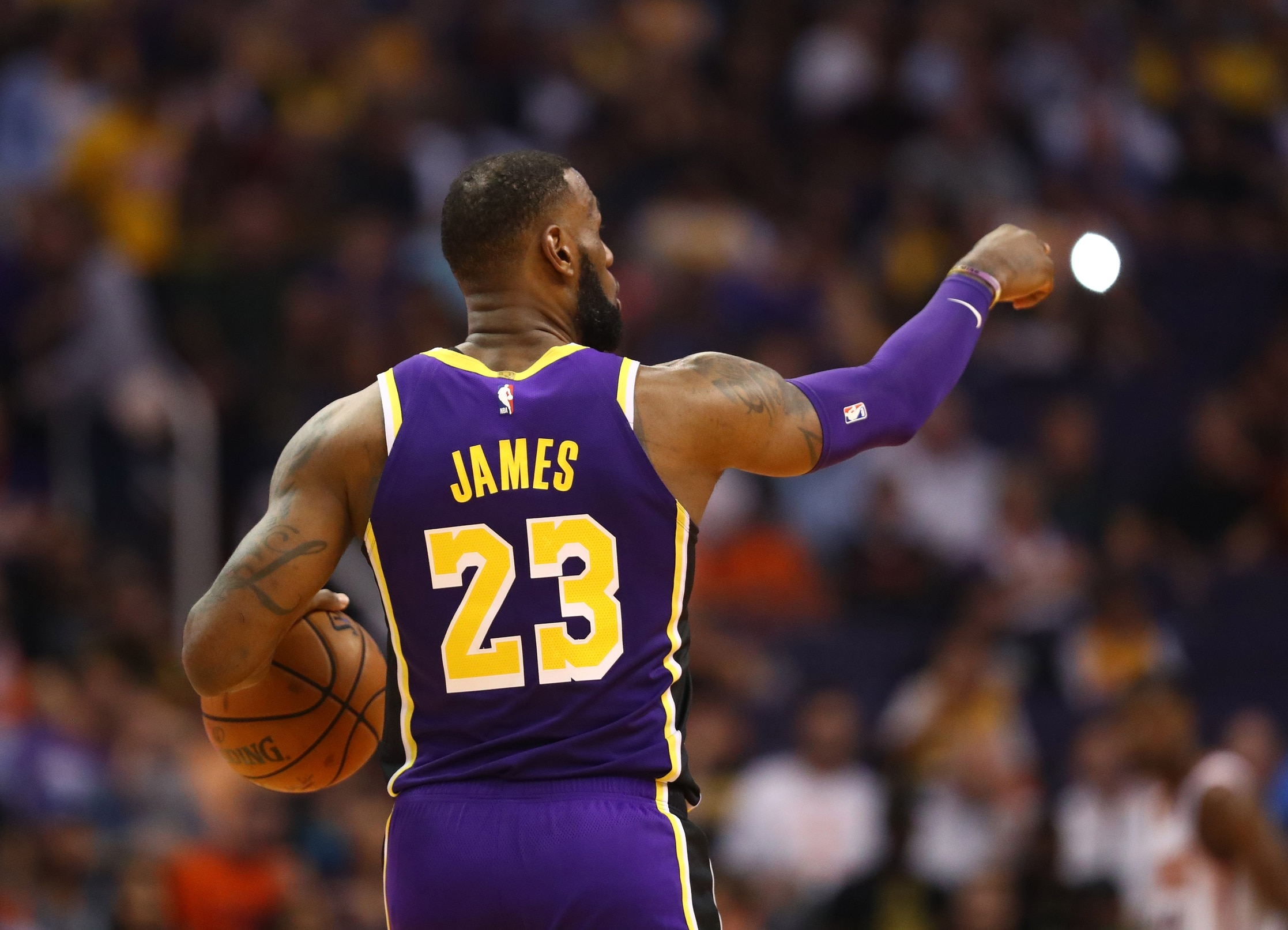 fe047b14 LOOK: LeBron James announces new jersey number