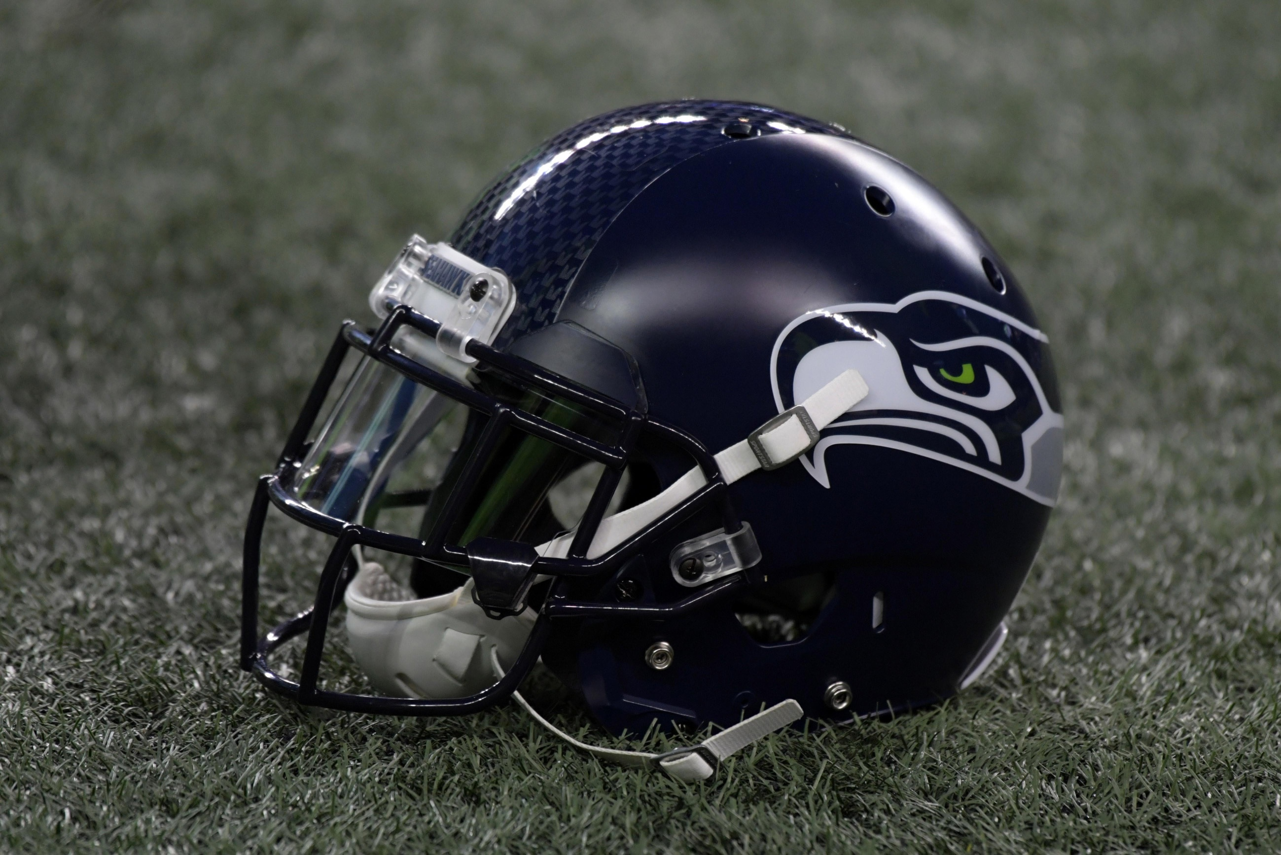 sale retailer 73201 5ed96 Twitter reacts to Seahawks' lime green Color Rush uniforms