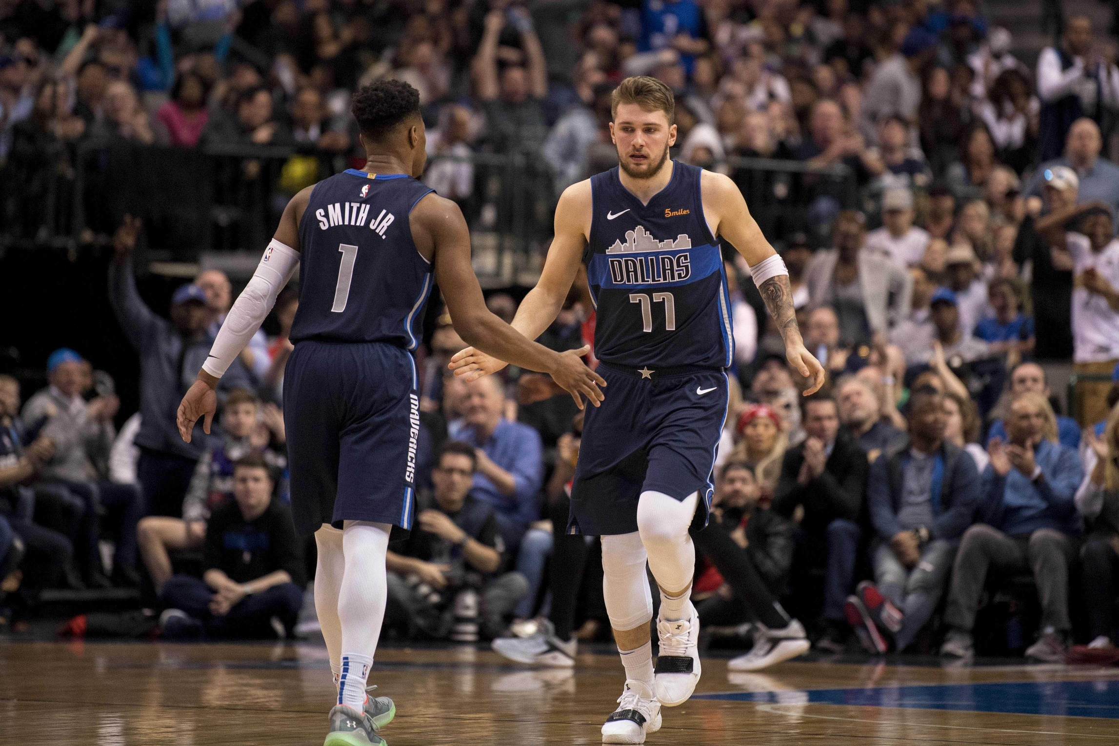 bafa685b15e WATCH: Luka Doncic with incredible pass for alley-oop