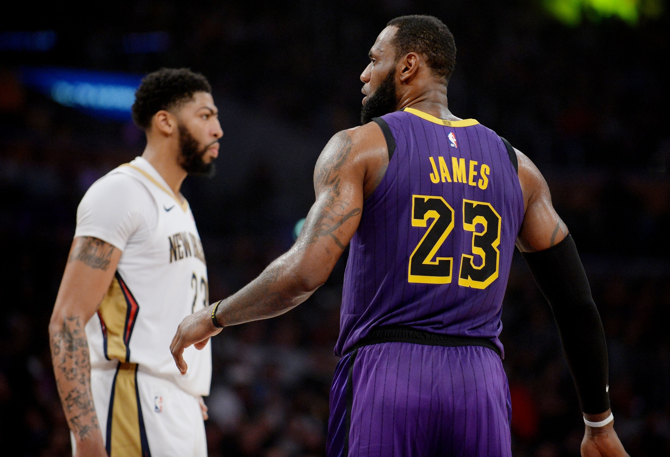 more photos cc80f a2e08 LeBron James gives up No. 23 jersey to Anthony Davis
