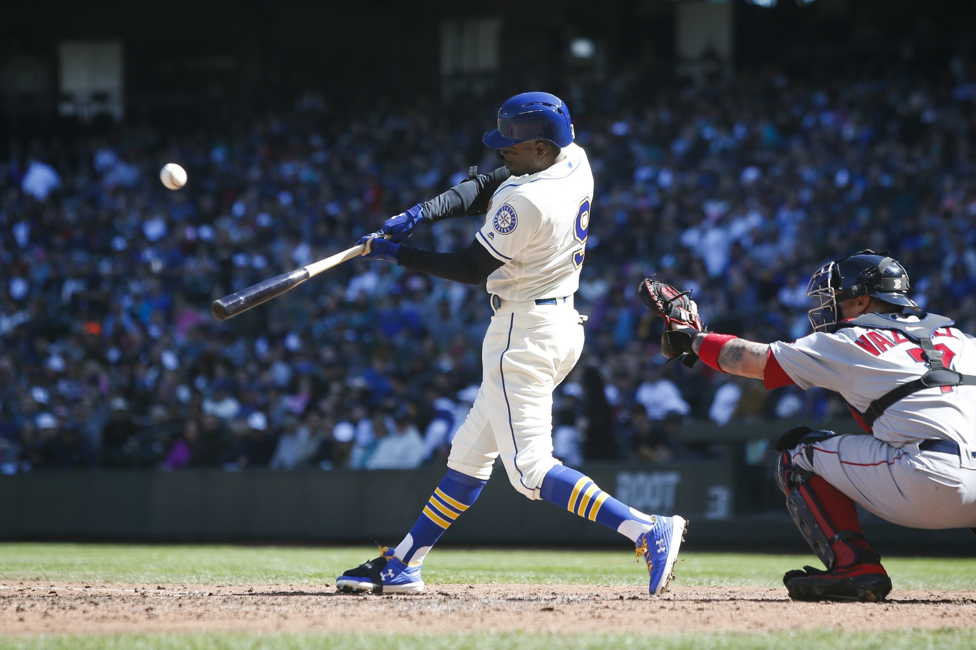 M's slip past Royals on Haniger homer