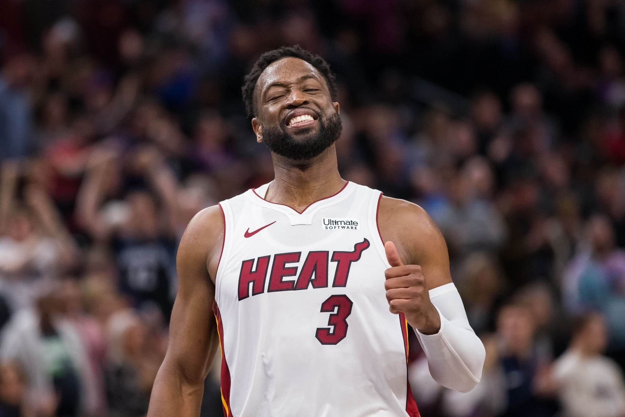 sports shoes f75bd 996ee Dwyane Wade defends Magic Johnson from criticism of Lakers GM
