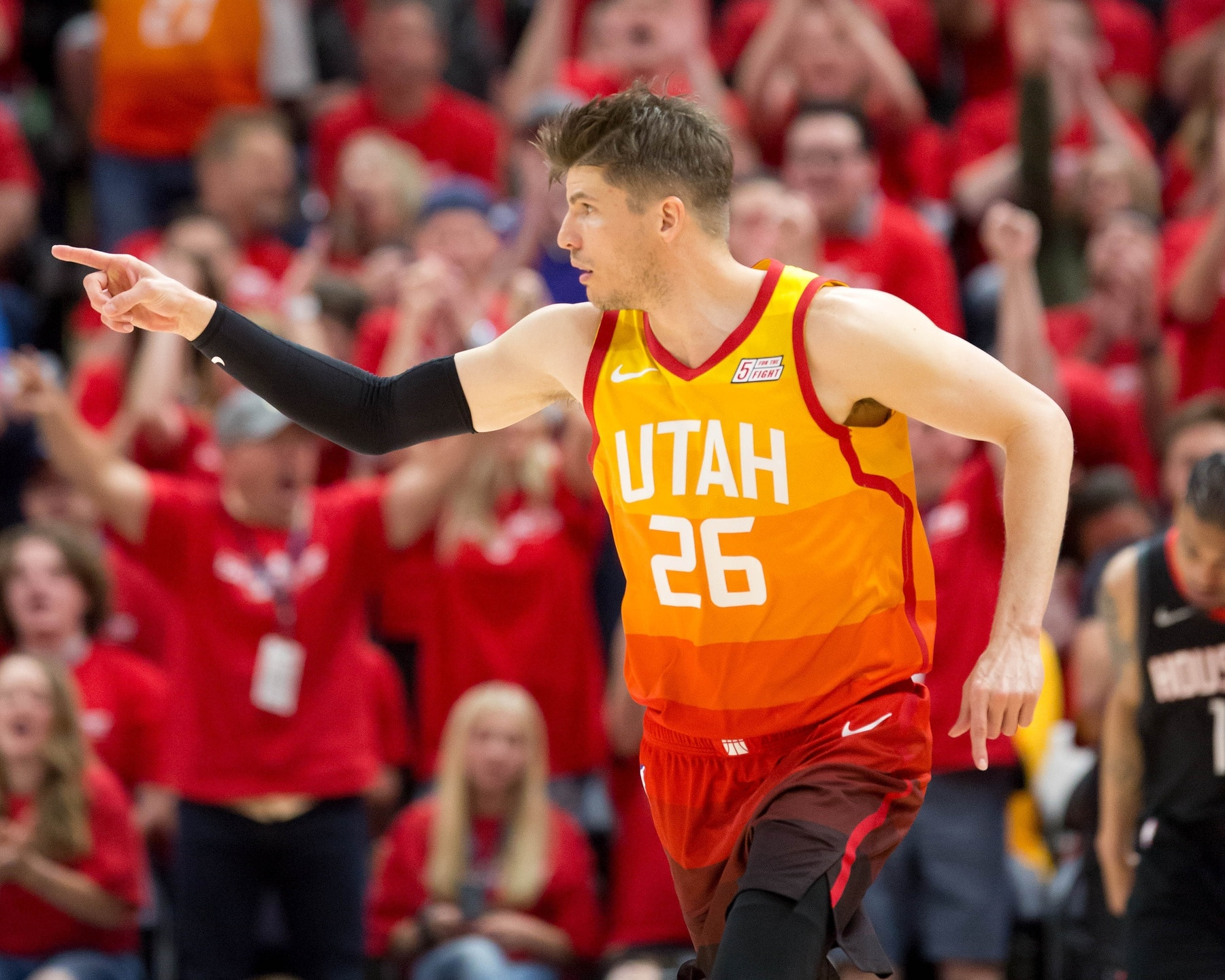 detailing 19038 a4404 Kyle Korver signs with Bucks, per report