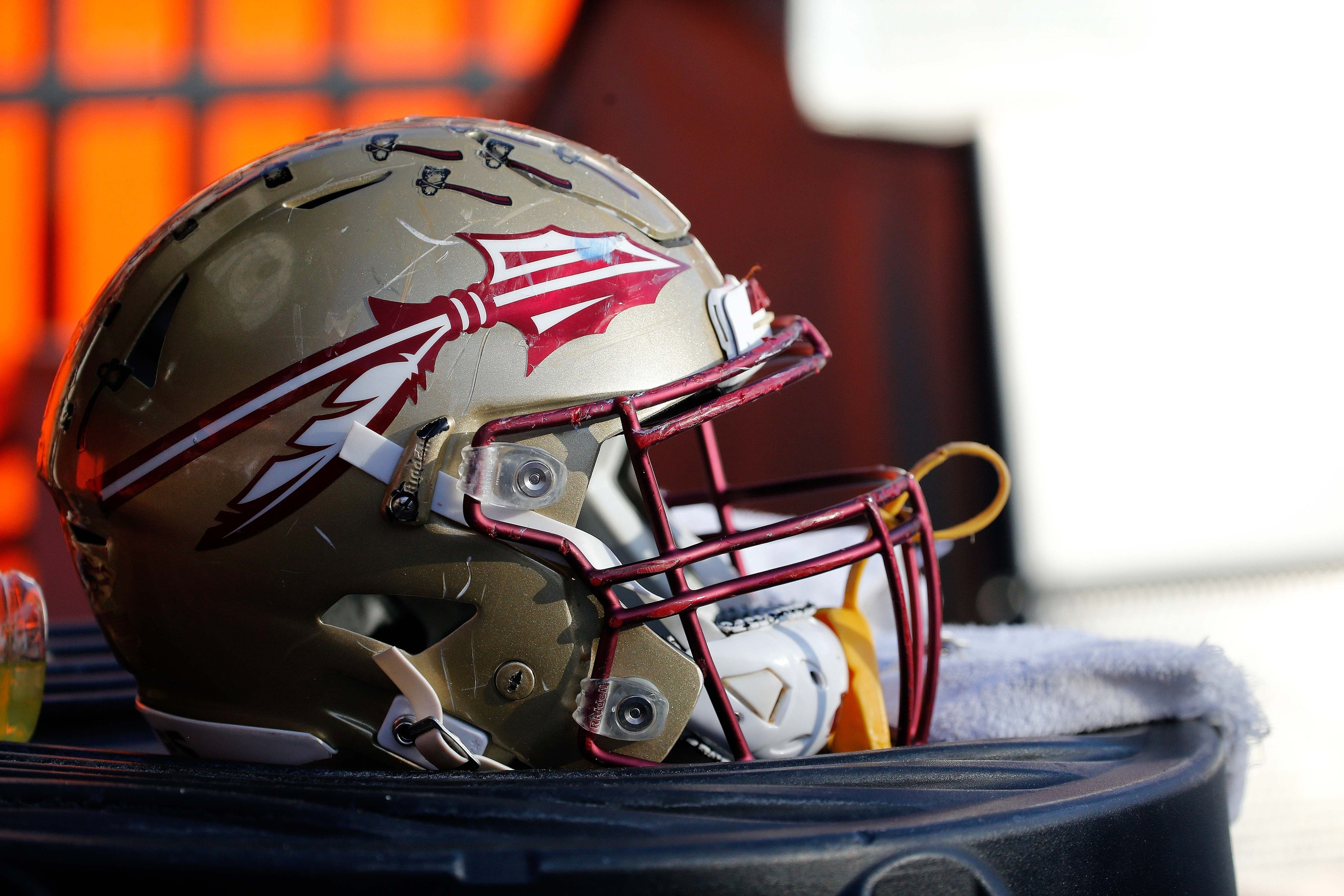 Akers' 4 TDs leads Florida State rout of Syracuse, 35-17
