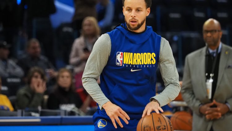 Warriors' Stephen Curry warms up before game against the Heat.