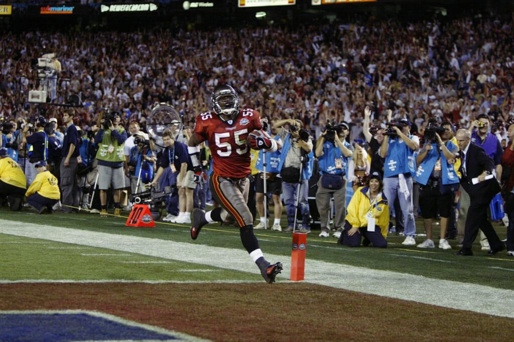 Tampa Bay Buccaneers linebacker Derrick Brooks scores a touchdown