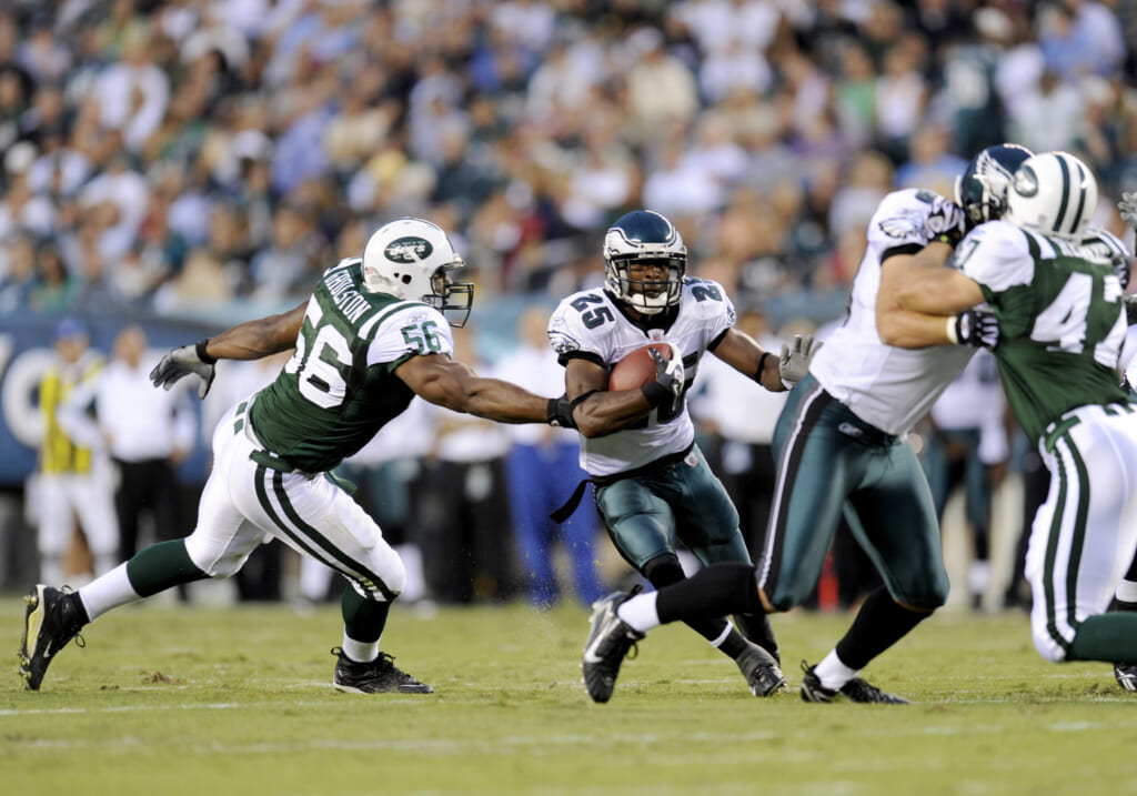 New York Jets Vernon Gholston misses a tackle