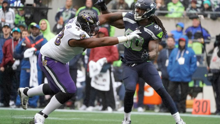 Jadeveon Clowney fights off block during game