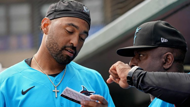 Matt Kemp during a Spring Training game for the Marlins.