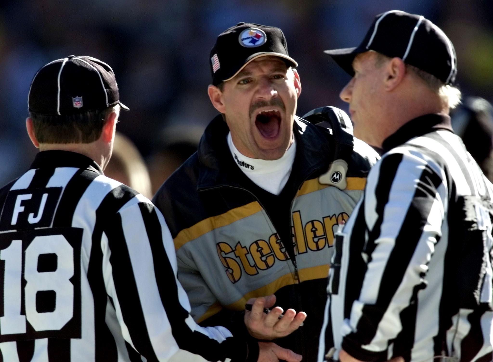 Pittsburgh Steelers head coach Bill Cowher (C) scr