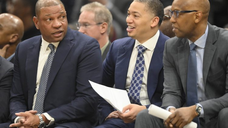 Clippers assistant Tyronn Lue during NBA game