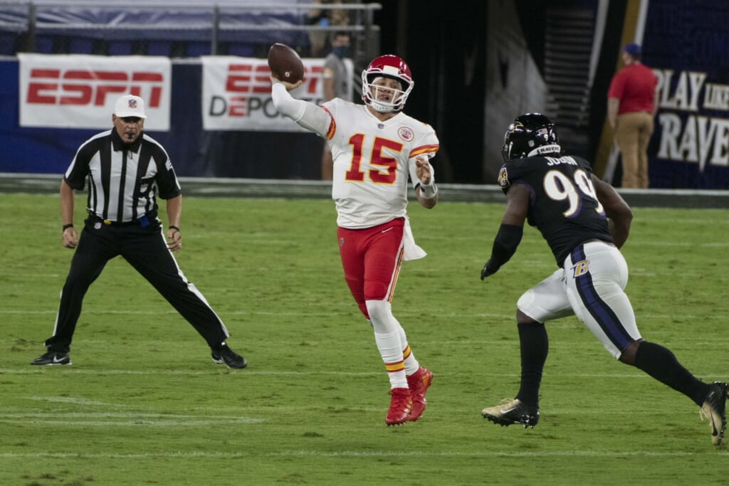 WATCH: Patrick Mahomes with absolutely insane TD pass to Tyreek Hill