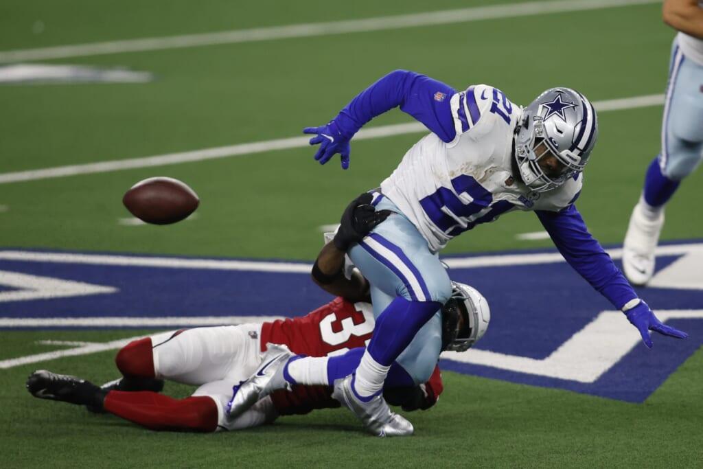 Cowboys RB Ezekiel Elliott fumbles during NFL Week 6 against the Cardinals