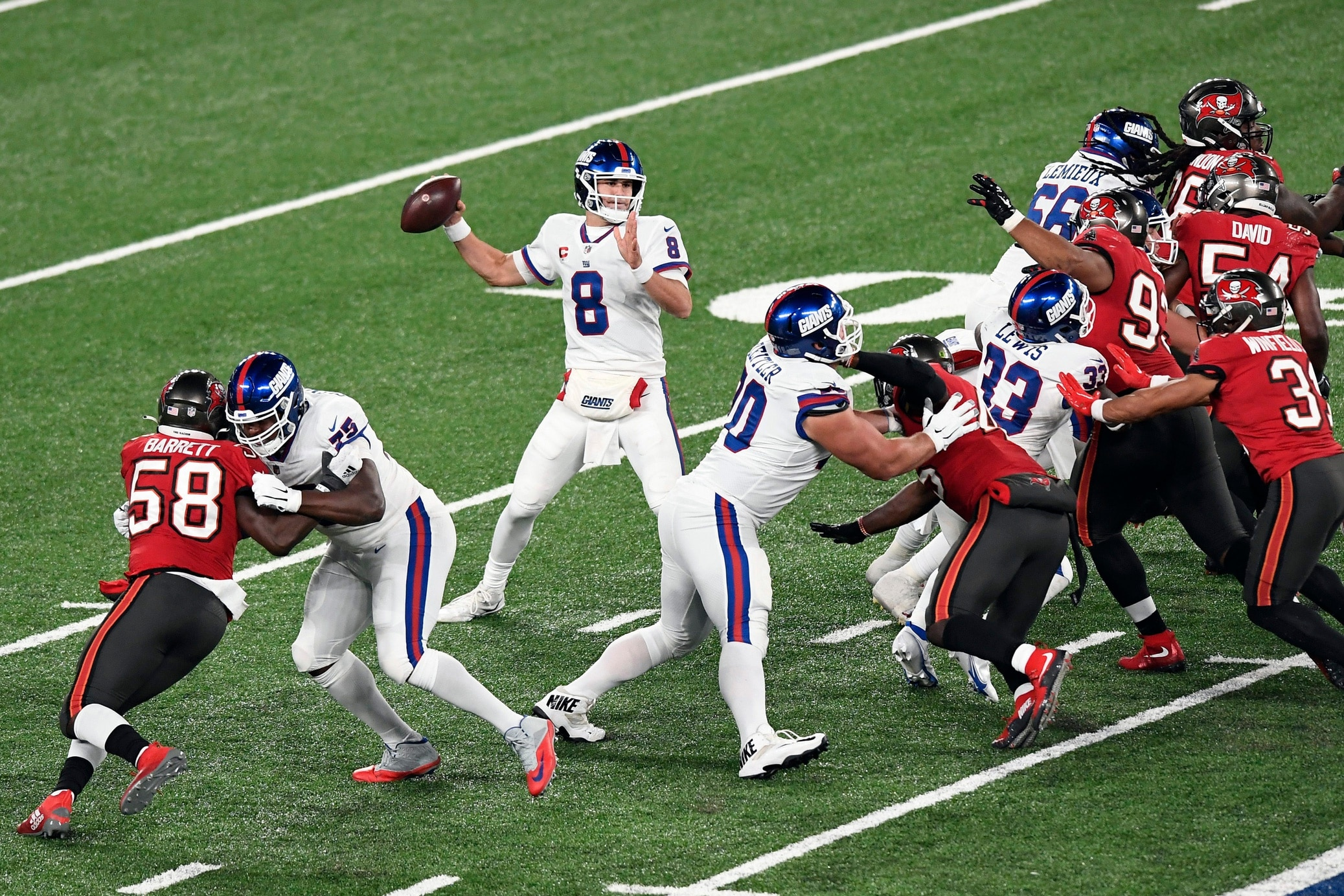 New York Giants news: Daniel Jones' hamstring injury is 'pretty bad'