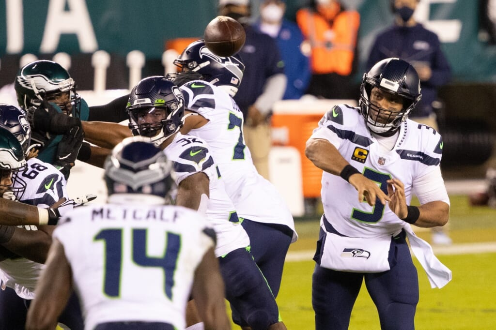 Russell Wilson passes to DK Metcalf