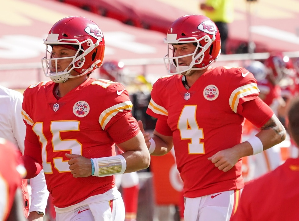 Patrick Mahomes practices, Chad Henne prepares for Kansas City Chiefs