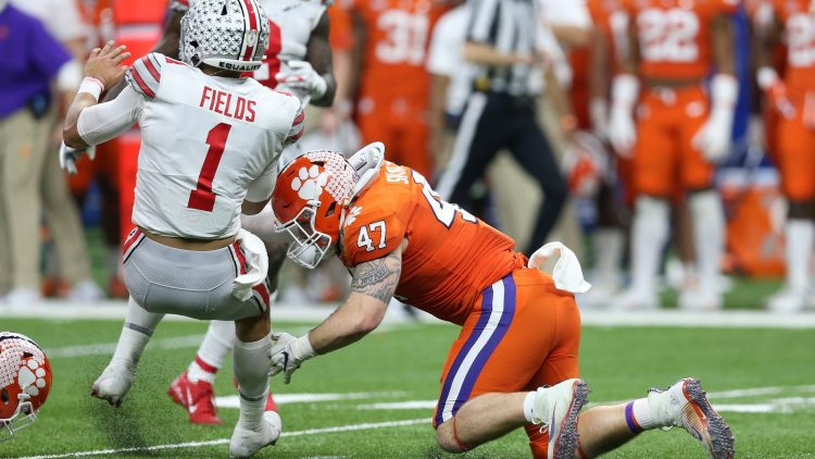 Clemson star James Skalski ejected for targeting hit on Ohio State QB Justin Fields