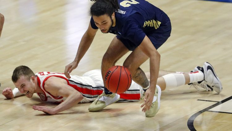 Oral Roberts Golden Eagles guard Kareem Thompson (2) recovers a loose ball dropped by Ohio State Buckeyes forward Justin Ahrens (10) during the first round of the 2021 NCAA Tournament on Friday, March 19, 2021, at Mackey Arena in West Lafayette, Ind. Mandatory Credit: Robert Scheer/IndyStar via USA TODAY Sports