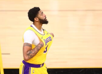LOOK: Los Angeles Lakers' Anthony Davis exits Game 6 after aggravating groin injury