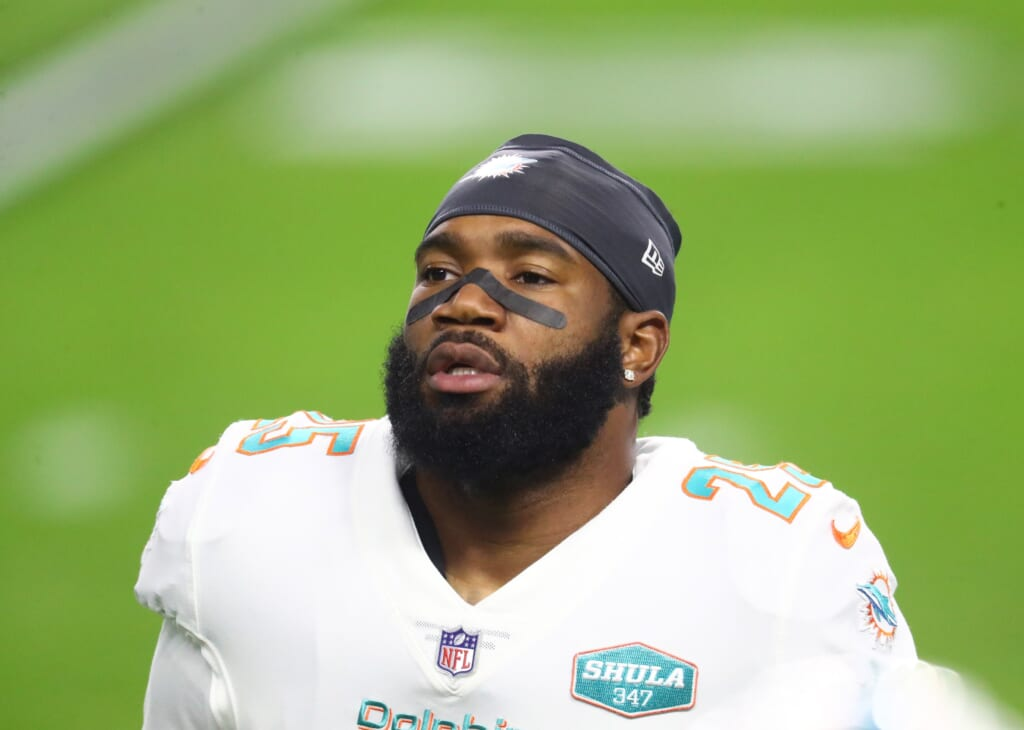 Miami Dolphins hold firm, renegotiate with Xavien Howard in 2022