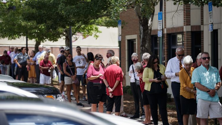A line of Seminole fans forms outside the Moore Athletic Center as they wait to pay their respects to the Bowden family Friday, Aug. 13, 2021.  Bowden Fsu Lying In Repose155
