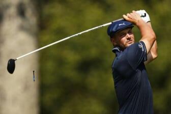 27 de agosto de 2021;  Owings Mills, Maryland, Estados Unidos;  Bryson Dechambeau juega su tiro desde el segundo tee durante la segunda ronda del torneo de golf BMW Championship.  Crédito obligatorio: Scott Taetsch-USA TODAY Sports