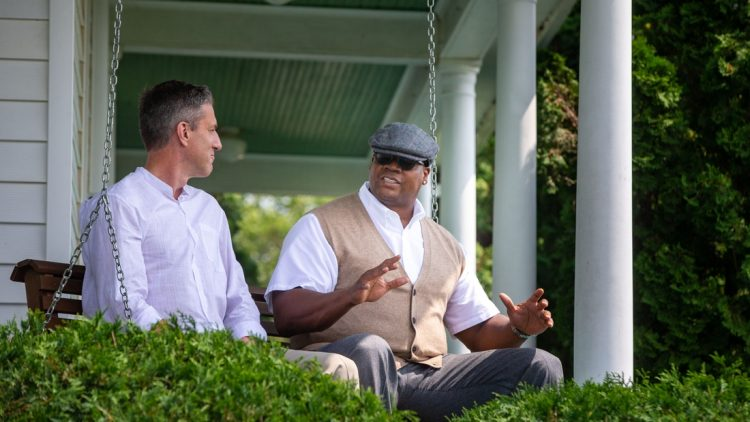 Kevin Burkhardt of Fox Sports and Frank Thomas film a video at the Field of Dreams movie site outside of Dyersville, Wednesday, Aug. 11, 2021.  Fieldofdreams45 Jpg