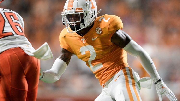 Tennessee defensive back Alontae Taylor (2) defends against Bowling Green safety Davion Daniels (26) during a game at Neyland Stadium in Knoxville, Tenn. on Thursday, Sept. 2, 2021.  Kns Tennessee Bowling Green Football