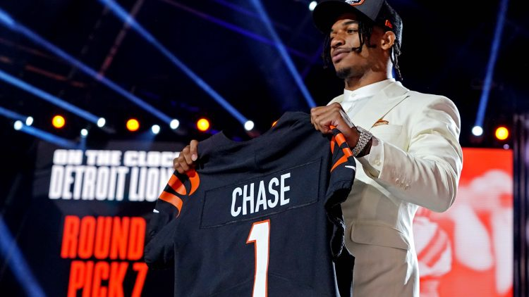 WATCH: Ja'Marr Chase hauls in first NFL TD from Joe Burrow for Cincinnati Bengals